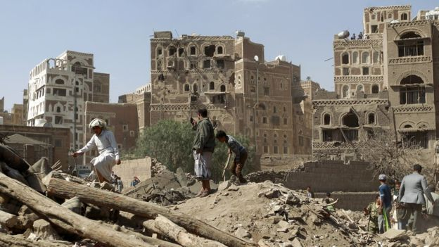 _86875470_yemen_sanaa_rubble_g
